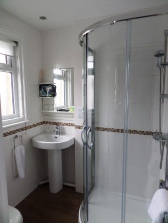 Beamsley Lodge: Shower Room / Tolet - room 106