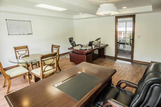 Santa Catarina Pinula, Gwatemala: Oficinas Casa Club