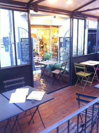 Montespertoli, Itália: Outside tables