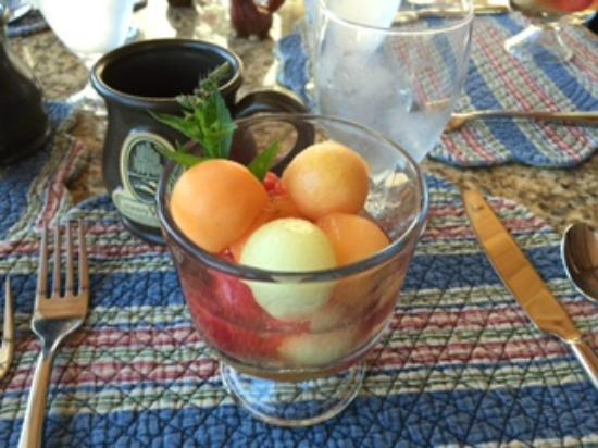 Country Willows Bed and Breakfast Inn: Fresh fruit