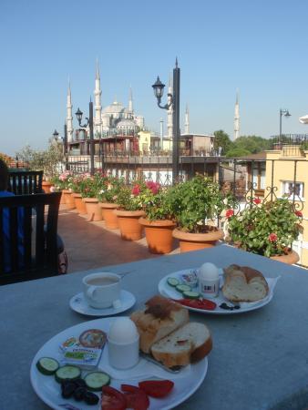 Side Hotel and Pension: Vista de la mezquita Azul desde la terraza superior del hotel