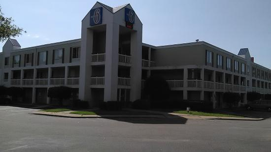 Photo of Rodeway Inn & Suites Hampton
