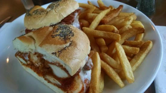 Lawrence, Nova York: chicken finger sandwich
