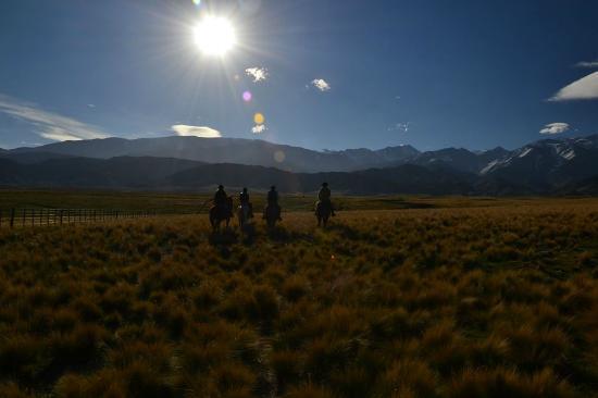Estancia La Alejandra: Cabalgata con amigos