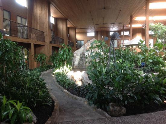 SureStay Hotel By Best Western Chilliwak: Atrium