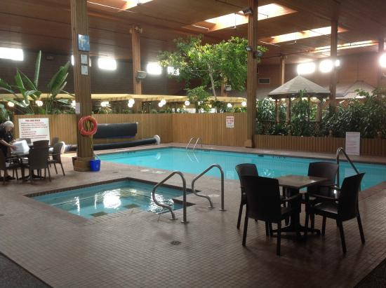 Best Western Rainbow Country Inn Atrium And Pool Area