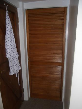 Orwin House Bed and Breakfast: Built in wardrobe