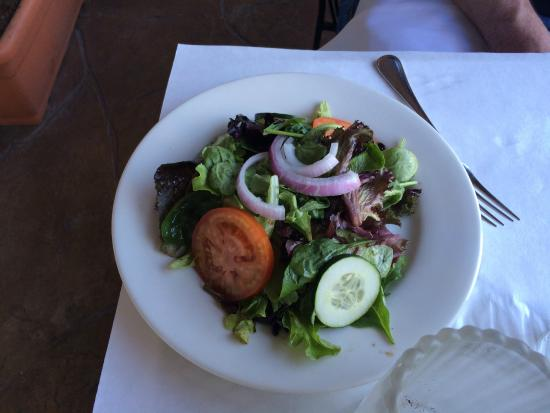 Parioli Italian Bistro: Dinner salad with house dressing