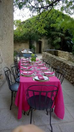 Uzer, Francia: Table d'hôtes sur la terrasse