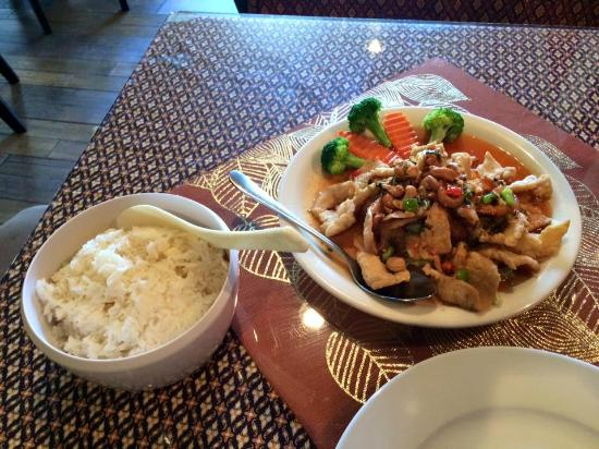 Bangkok Bay Thai Restaurant: Twisted Sister - chicken and shrimp in a spicy sweet n sour sauce