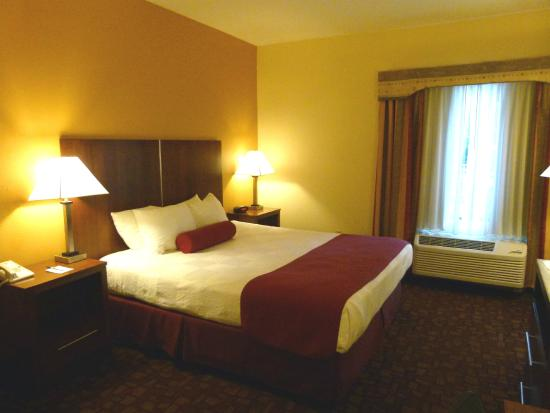 Best Western Lanai Garden Inn & Suites: Comfortable king size bed