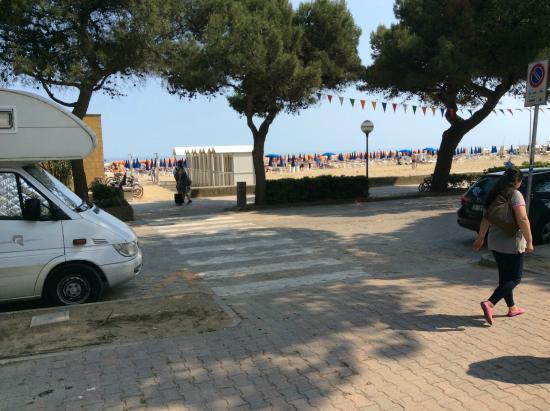 Hotel Miramare: Sabbiadoro beach area from Hotel