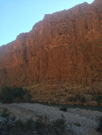 Ksar Merzouga: Un oasis al medio del camino a merzouga