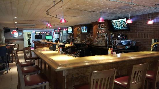 JW & Friends Restaurant: This is a great local bar and restaurant...has great ribs and prime rib...live bands on weekends
