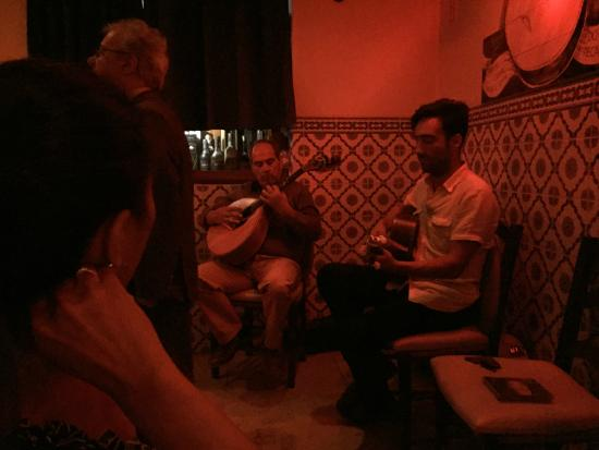 Restaurante Canto do Camoes: Fado guitarists and excellent food