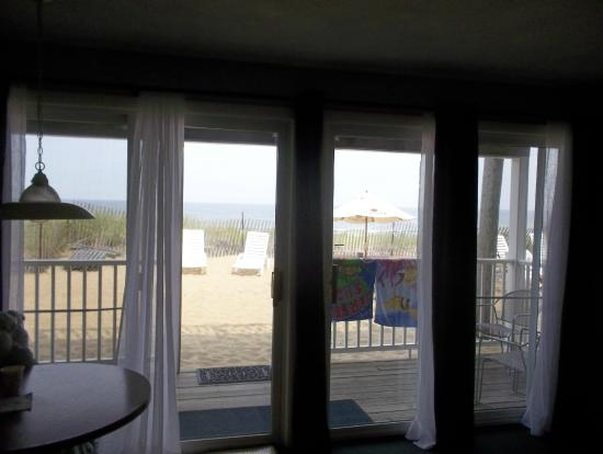 Shoreline Oceanfront Rooms and Suites: Can hear the waves