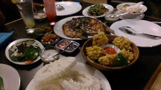 Dapur Sunda-Gatot Subroto: Kurupuk aci