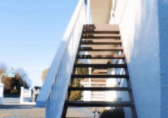 Ferry Motel: stairs