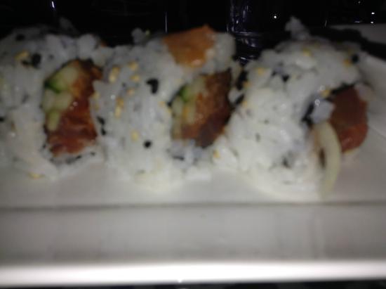Sushi Guru : Spicy tuna roll - close up