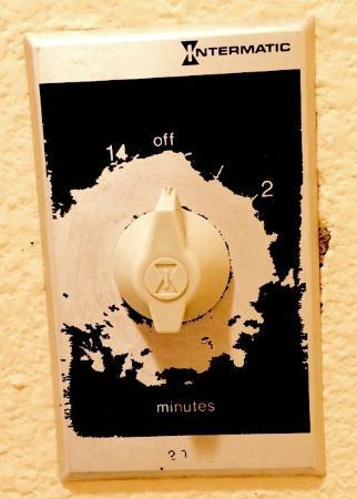 Econo Lodge: Filthy heat lamp switch