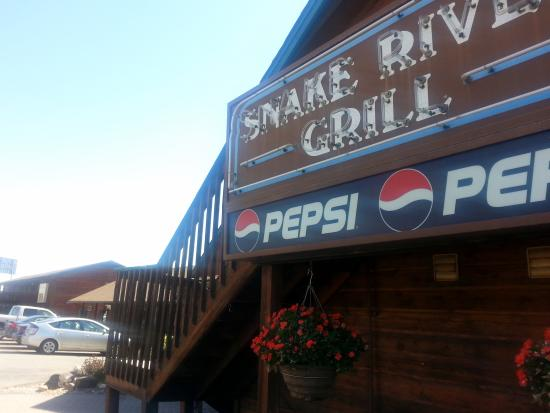 Snake River Grill: Rustic restaurant is park of a very small strip mall.
