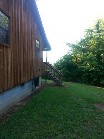 Cramer's Creekside Cabins : Facing front side