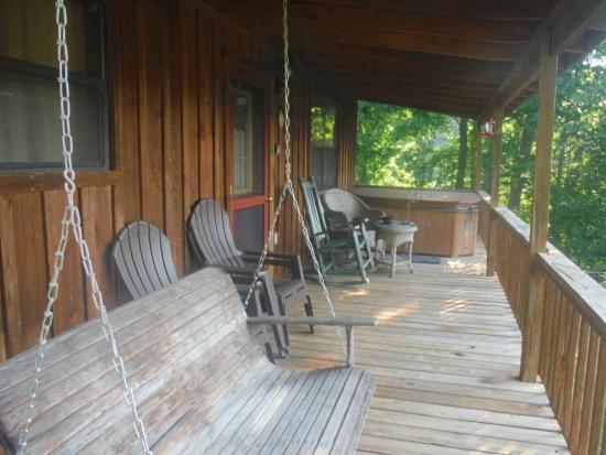 Cramer's Creekside Cabins: Front porch
