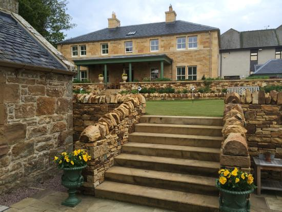 Links House at Royal Dornoch : Your own practice putting green