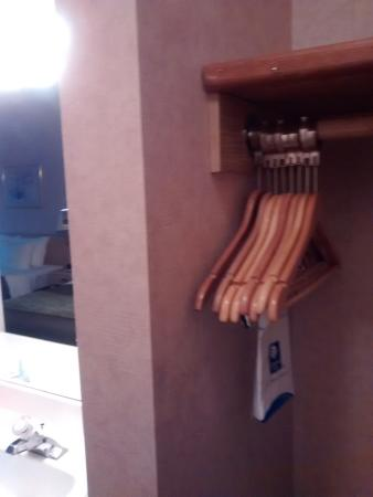 Quality Inn Tulalip - Marysville: Closet