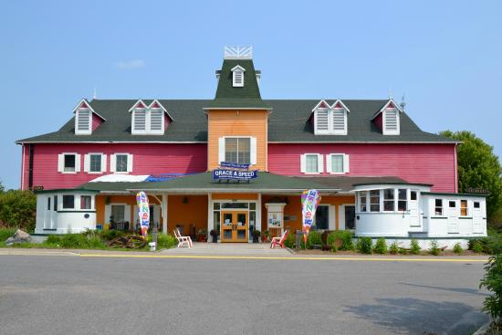 Muskoka Steamships and Discovery Centre: The colourful museum building