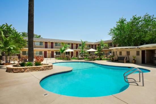 Travelodge Santa Maria: Outdoor Heated Swimming Pool