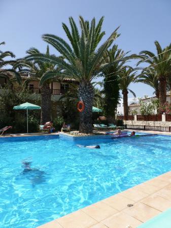 Maravel Land: hotelový bazén