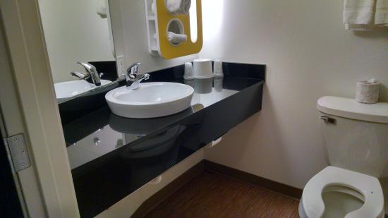 Motel 6 Williston: Efficient bathroom dispenses with toilet seat cover as one more moving part to break