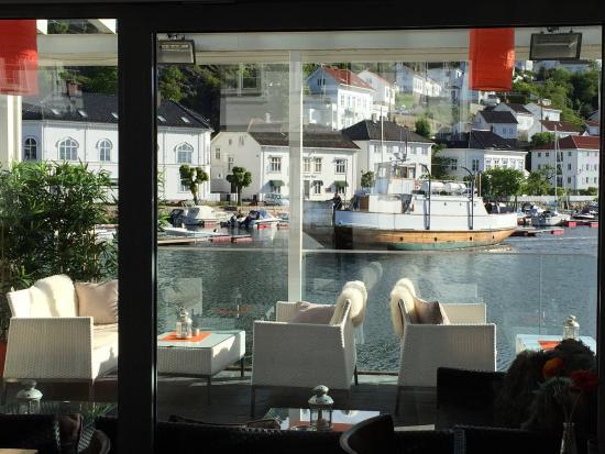 Risor, Norwegen: Super beliggenhet helt i vannkanten i Risør historiske sentrum og Risør havn. Vel verd et besøk
