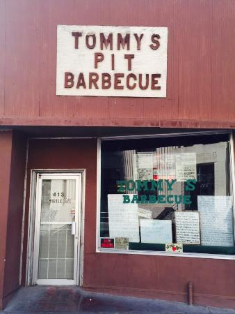 ‪Tommy's Pit Barbecue‬