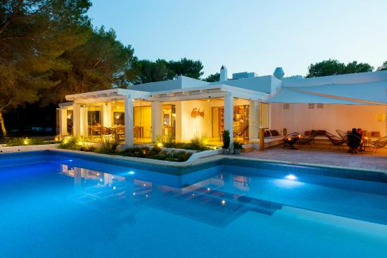 Exterior picture of hotel casbah formentera sant for Hotels formentera
