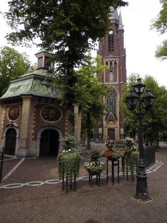 Kevelaer, Germany: Gnadenkapelle, im Hintergrund Basilika
