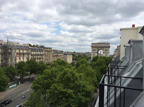 Hotel Montfleuri: Chambre 61: vue sur l'arc de triomphe