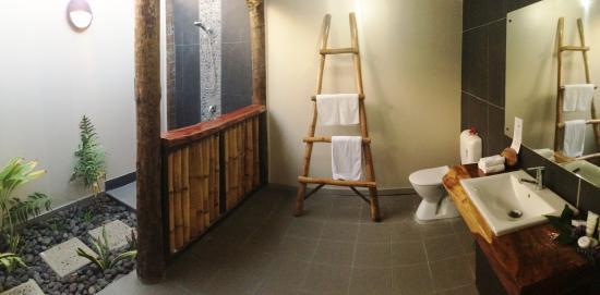 Tavewa Island, Fiji: Outdoor Bathroom