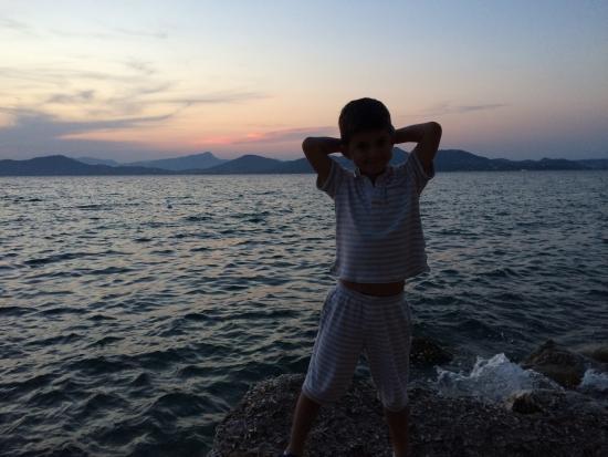 Camping International: Vue au soleil couchant depuis l'acces direct a la mer