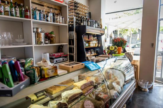 Rdeli Delicatessen & Winebar