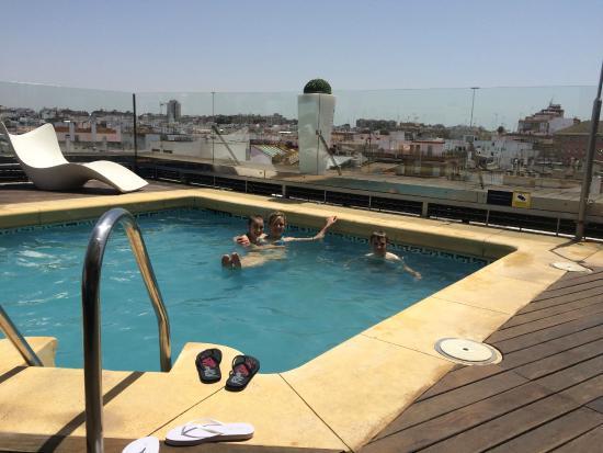 Roof top pool photo de ribera de triana hotel s ville - Swimming pool seville ...