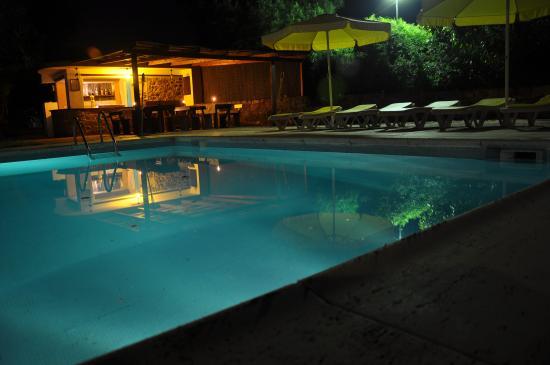 Monte Alcaria do Clemente: piscina noite
