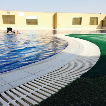 Corp Executive Hotel Doha Suites: Swimming pool