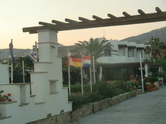 Golden Beach Hotel: The entrance