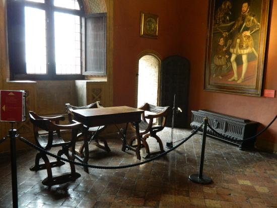 Dipinti in una delle stanze foto di castello di gradara for Stanze arredate