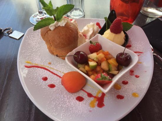 Le Vesuvio : Les desserts baba et totale régression