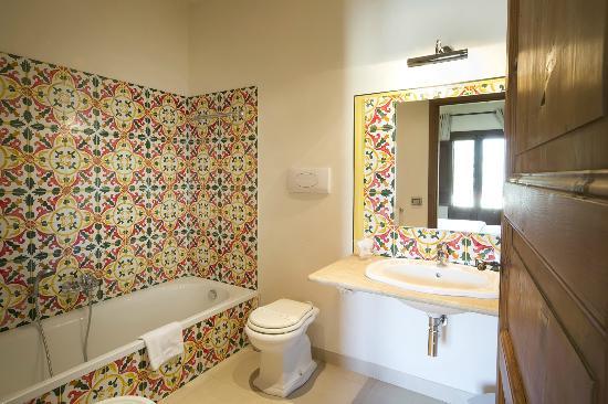 https://media-cdn.tripadvisor.com/media/photo-s/08/65/39/e5/hotel-baglio-catalano.jpg