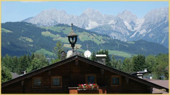 """Pension FOIDL; Blick vom Balkon n. Norden, """"Wilder Kaiser"""""""