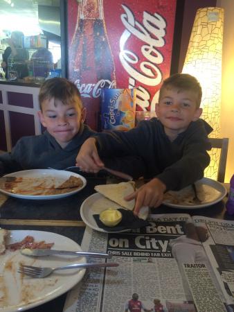 The Tradesman's Entrance Cafe: Lick the plate boys ...